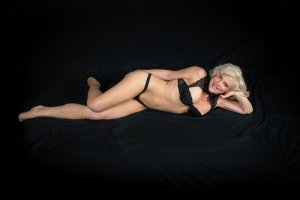 Maygane ebony escort girl
