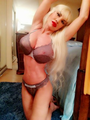 Loumia independent escort