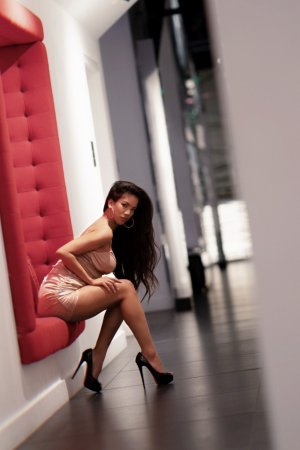 Josia escorts in Gladstone Missouri