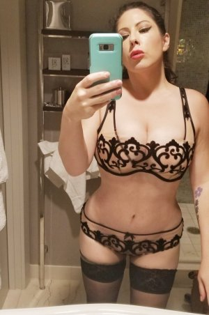 Aurela escort girl in Kill Devil Hills