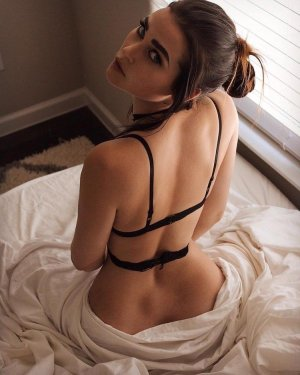 Giulianna outcall escort in Hayesville Oregon